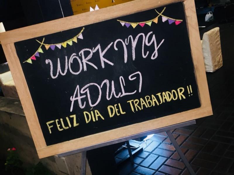 Día del Trabajador Working Adult